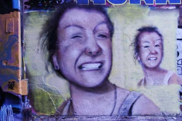 Portrait de femme dans Hochelaga Maisonneuve à Montréal par un(e)artiste inconnu(e)