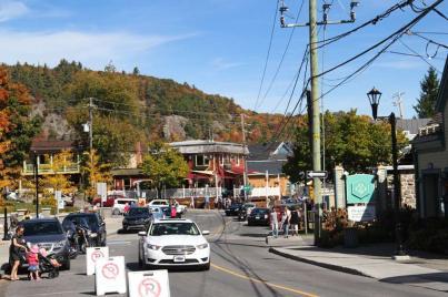 La rue pricipale de la ville de St Sauveur